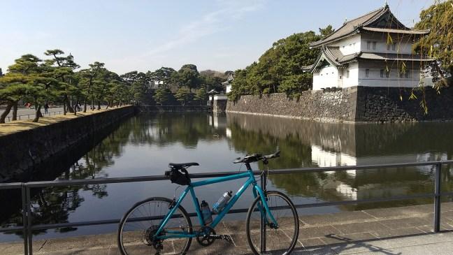 Bicycle in front of moat and Edojō Sakurada Tatsumi Yagura