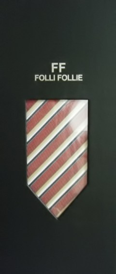 111003-folli-follie.jpg