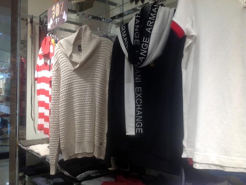 アルマーニエクスチェンジのセーター (LA.Com)