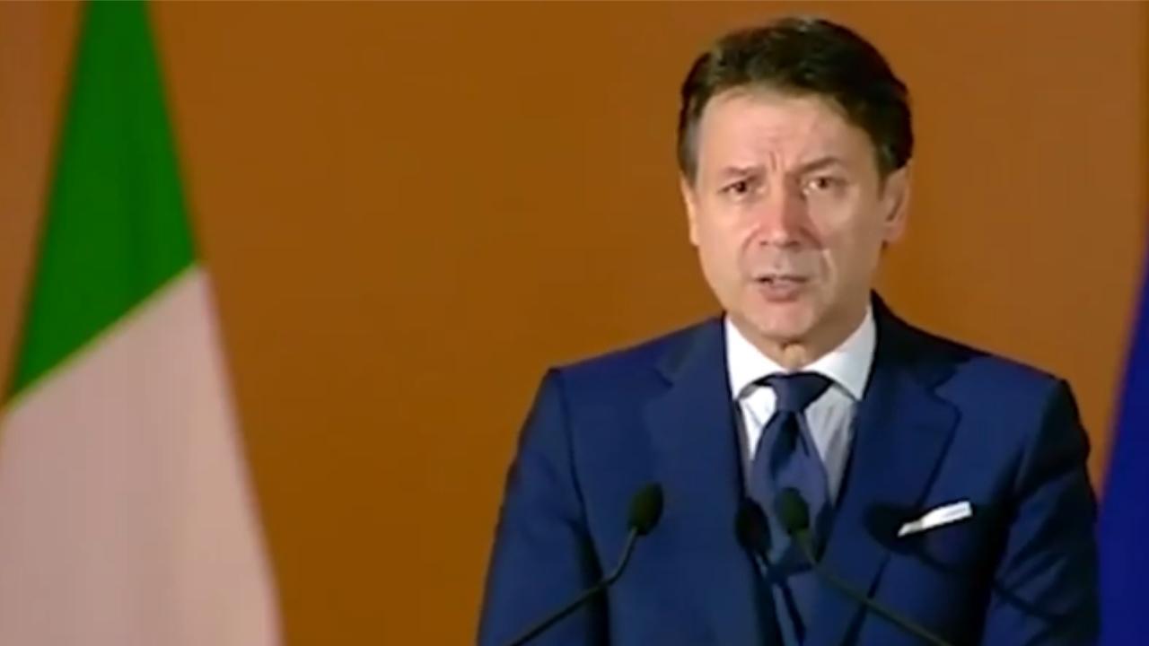 Giuseppe Conte si congeda - Gwendalina.tv