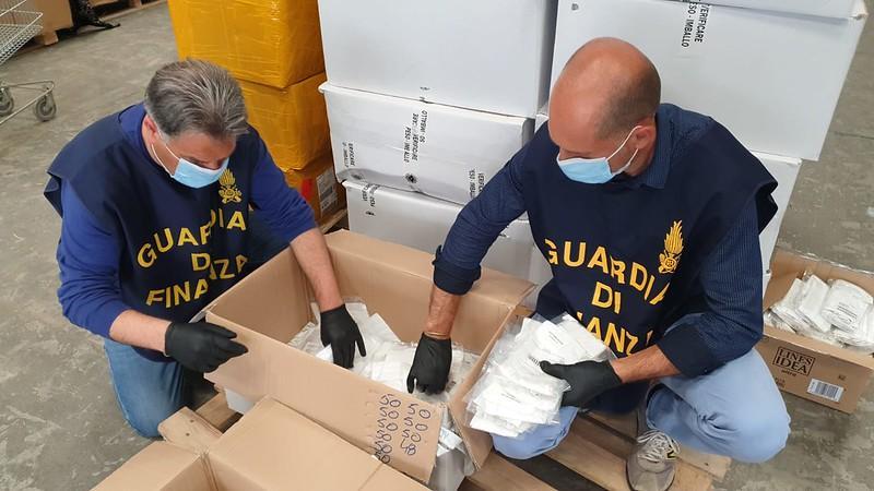 Vallo della Lucania: denunciati due negozi, vendevano mascherine contraffatte - Gwendalina.tv