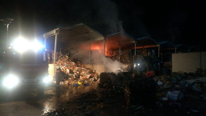 Polla: in fiamme balle di rifiuti, si indaga - Gwendalina.tv