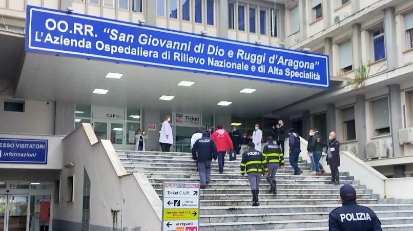 """Vaccino al """"Ruggi"""", polemiche sulle liste dei primi vaccinati - Gwendalina.tv"""