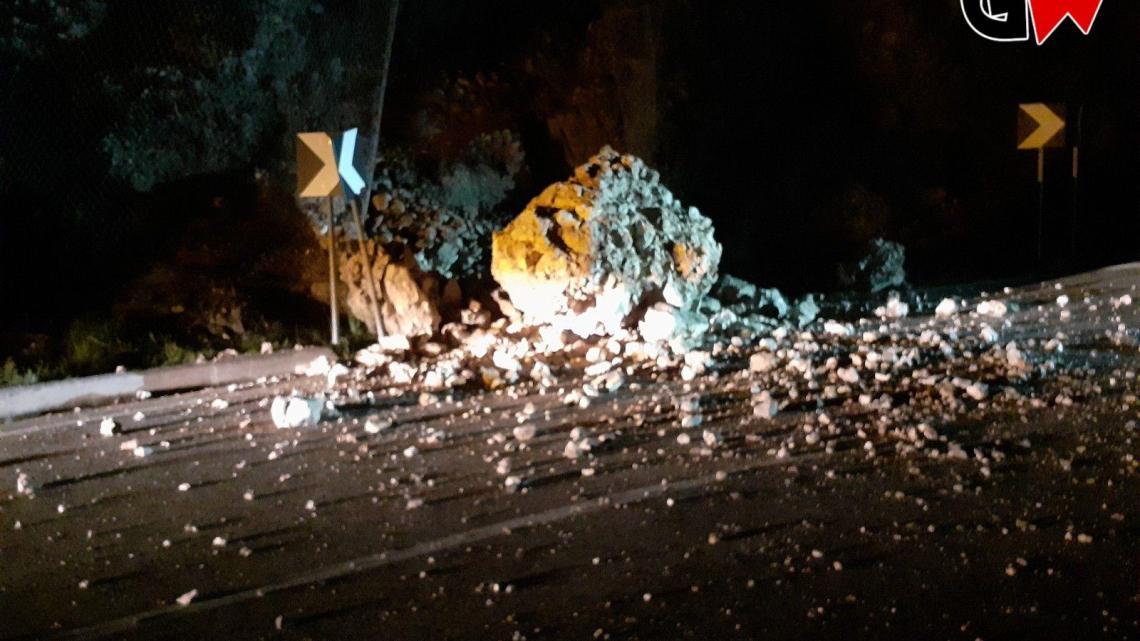 Sapri, cadono massi sulla statale 18: strada chiusa - Gwendalina.tv