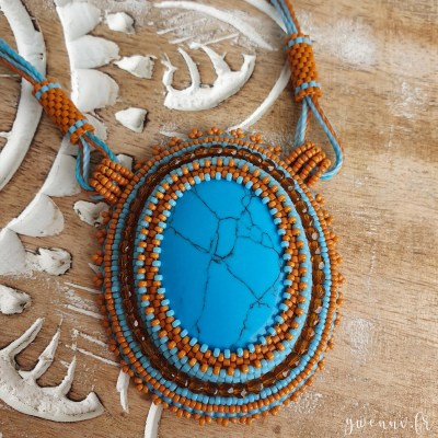 Collier Brodé Lina – Howlite teintée façon Turquoise