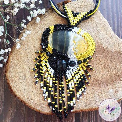 Collier Brodé Zoé – Jaspe Bumblebee et Perles Japonaises