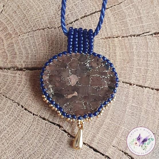 collier brodé Chloé en lapis lazuli