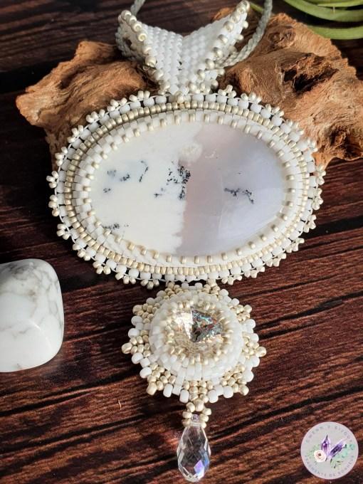 collier brodé nolwenn en opale dendritique