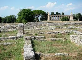 CAPACCIO – Area archeologica saccheggiata, depredata una tomba