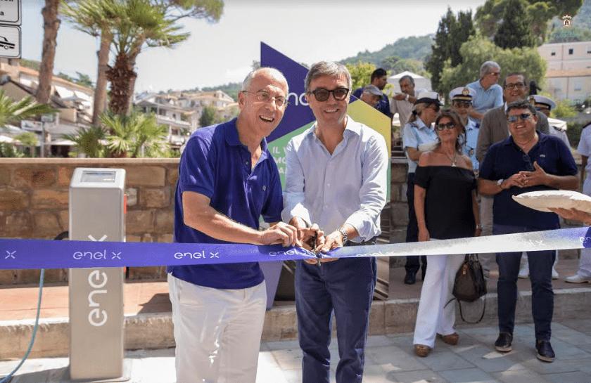 Castellabate e Enel X inaugurano colonnine per veicoli elettrici