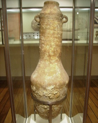 Photo: A Phoenician amphora on display at the archeological museum in Benalmadena, Spain. Credit: Lisa Borre.