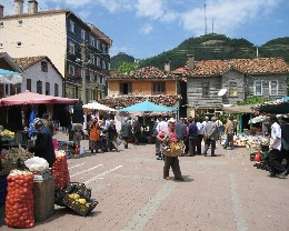 Photo: Market day in the small village of Doğanyurt. Credit: Lisa Borre.