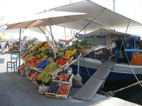 Photo: Fruit and vegetable market vendor in Aigina, Greece. Credit: L. Borre.