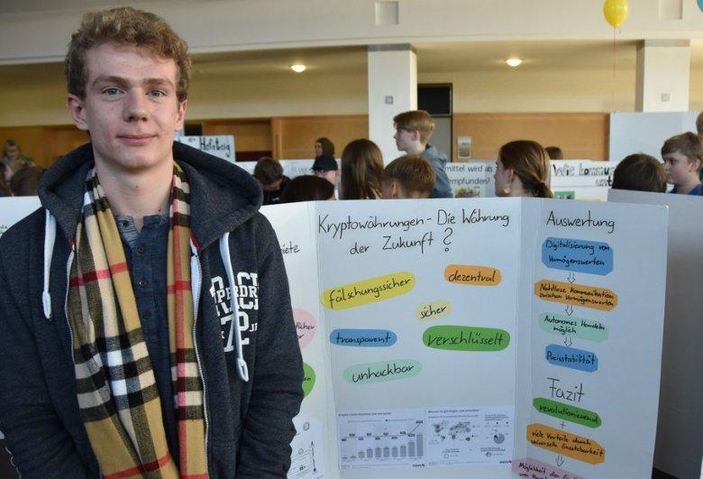 Der Gymnasiast Felix Roth beschäftigte sich mit den Vor- und Nachteilen von Kryptowährungen. Foto: Christopher Bredow