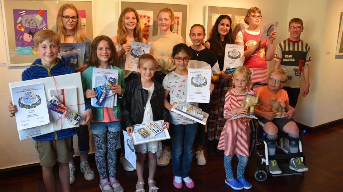 Ausgezeichnet mit dem Schüler-Kunstpreis 2019 wurden unter anderem diese Schülerinnen und Schüler. Foto: Vincent Buß