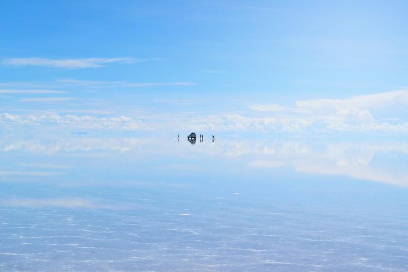 3-salar-de-uyuni-bolivia-flooded-water-reflection-stunning-jeeps-sky