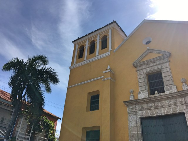 church in plaza trinidad cartagena