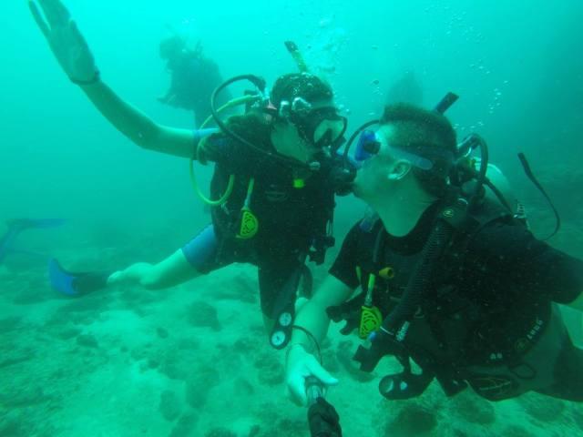 diving kisses