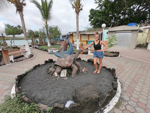 galapagos statue