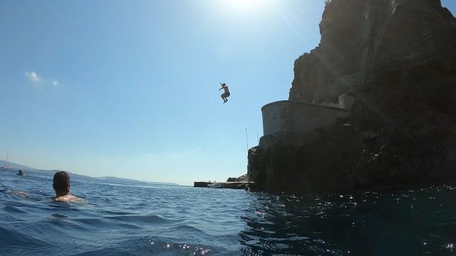 cliff jumping in santorini