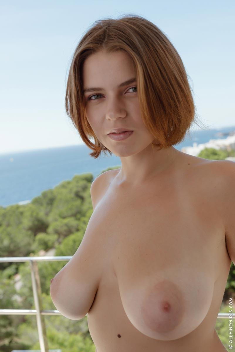 Marina Visconti Curvy Tanlined Body