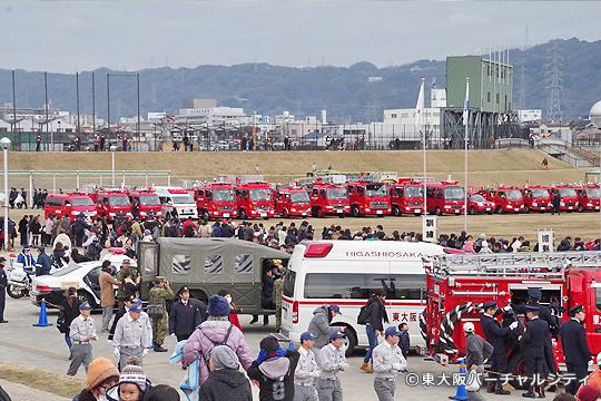 毎年 たくさんの消防車が勢ぞろい
