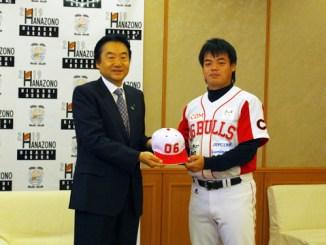 野田市長と横山キャプテン 06BULLS 市長表敬訪問 シーズン報告