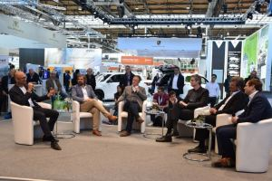 Exciting discussion about batteries and technology openness in the Electric Lounge