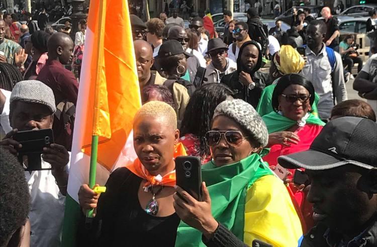 France : Les premières images de la manifestation des Sénégalais contre l'affaire Petro-Tim
