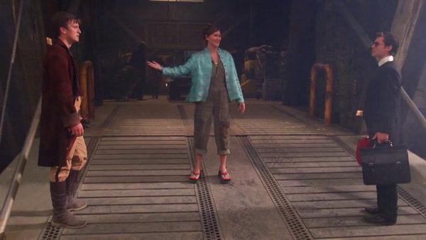 Bonjour, je suis Mlle Gentille. M. Coincé, je vous présente le capitaine Badass.