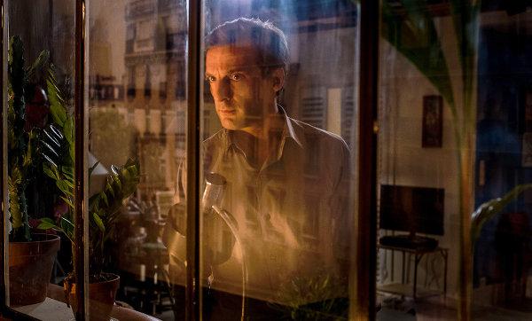 Je suis un fantôme. Ou un reflet. Ou un prof de français. Ou un directeur d'agence. Ou un amant accidentel. Même moi j'ai un doute, là. photo Xavier Lahache