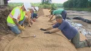 """Watershed group takes 'blanket' approach to stopping erosion (Watershed group's """"blanket"""" approach to erosion control)"""