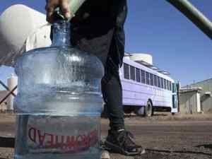 How a purple school bus brings clean drinking water to Navajo Nation (How a purple school bus brings clean drinking water to Navajo Nation)