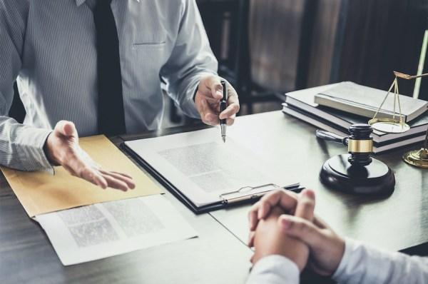 What does a criminal defense investigator do?
