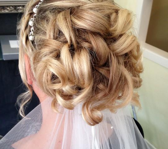 Hochzeit und Brautfrisuren sowie Makeup  komplettes