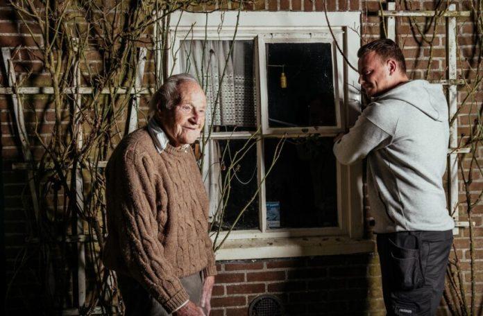 Tuinieren en klussen. Fotografie: Jaap Kroon.