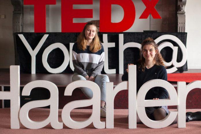 De organisatoren van TEDxYouth Haarlem Annemijn en Maxe. Fotografie: Mariet Dingemans.
