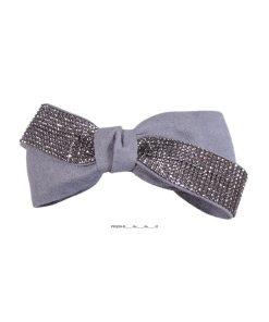 Haarspange mit aufgesetzter Stoffschleife eine Hälte mit Strasssteinen, andere Hälfte Stoff grau