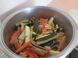 Chu ingredients: stir frying the vegetablesin oil