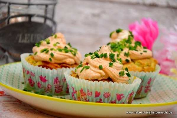 Herzhafte Zucchini Schafskäse Cupcakes