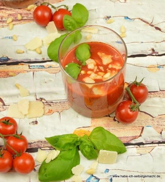 tomatensuppe mit pinienkernen und parmesan. Black Bedroom Furniture Sets. Home Design Ideas