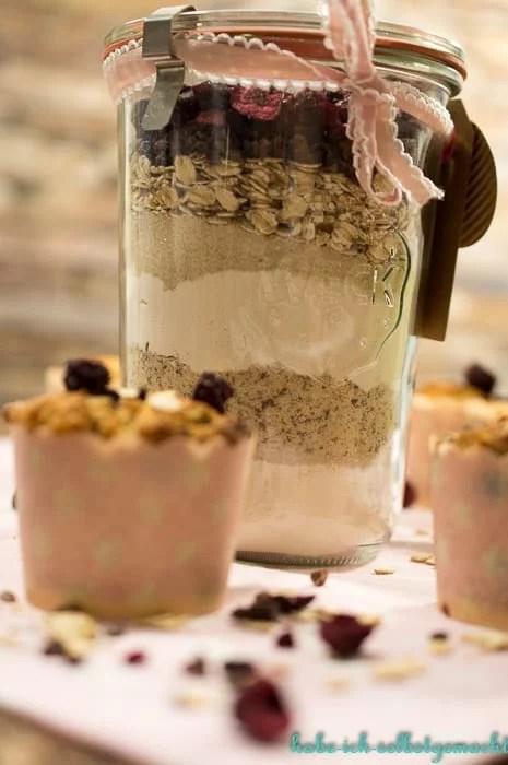 Backmischung für vegane Sauerkirsch Erdnuss Muffins