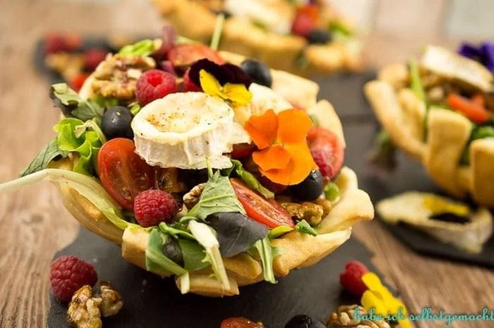 Salat im Brotkorb