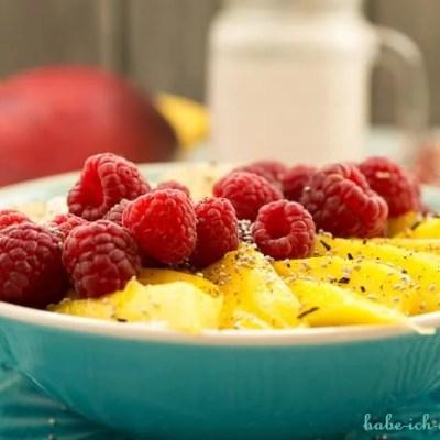 Veganer Oatmeal mit frischen Früchten – Haferbrei mit Cashewmilch
