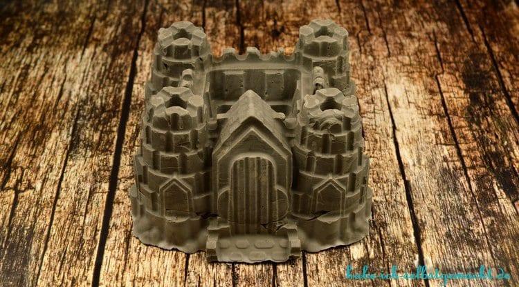DIY Ritterburg aus Beton als Blumenvase - Fertig gegossene Burg