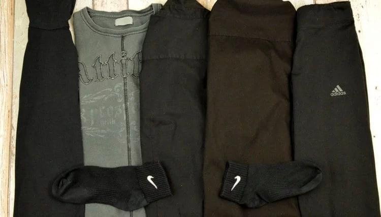 Schwarze Wäsche vor dem Waschen mit HEITMANN Wäsche-Schwarz Tüchern