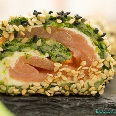 Lachsrolle mit Spinat und Sesam oder Chorizo