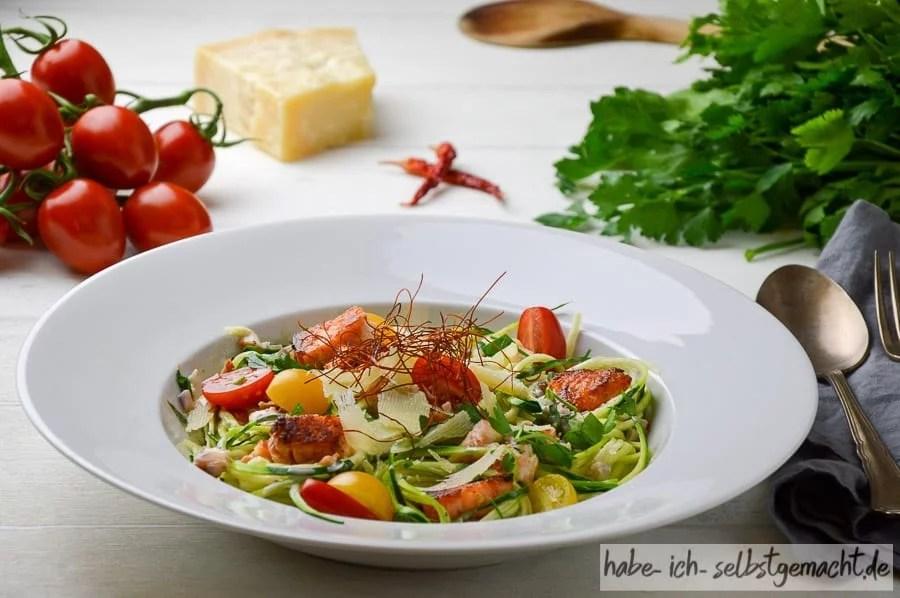 Zucchini Spaghetti mit Lachs-Sauce