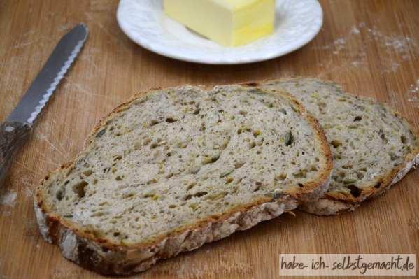 Weizenbrot mit Kernen Leinmehl und Keimsprossen - lecker