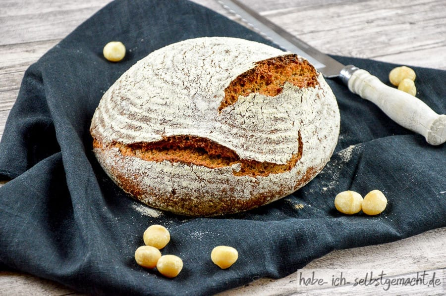 Low Carb Sauerteig Brot mit Macadamia Mehll